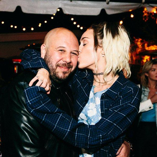 Miley Cyrus e Adam Leber (Foto: Reprodução/Twitter)