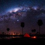 Image for the Tweet beginning: ⭐🌙⭐ Dormir bajo las estrellas