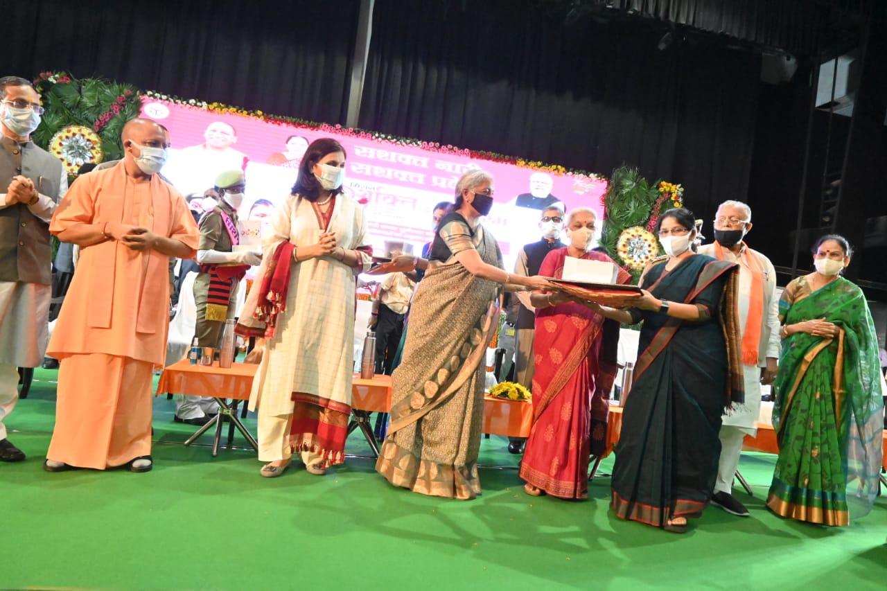 वित्त मंत्री निर्मला सीतारामन ने उत्तर प्रदेश के लखनऊ में मिशन शक्ति अभियान के तीसरे चरण का शुभारंभ किया