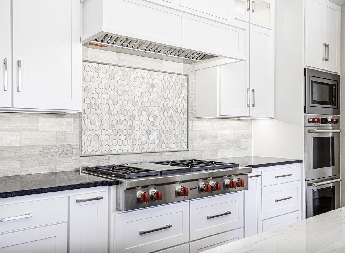 I always like seeing those red knobs!  #decoration #design #home #homedecor #homedesign #interior #interiordesign #interiors #kitchen #kitchendecor #kitchengoals #kitchenideas #kitcheninspiration #kitcheninspo #kitchenisland #kitchenremodel #modernkitchen