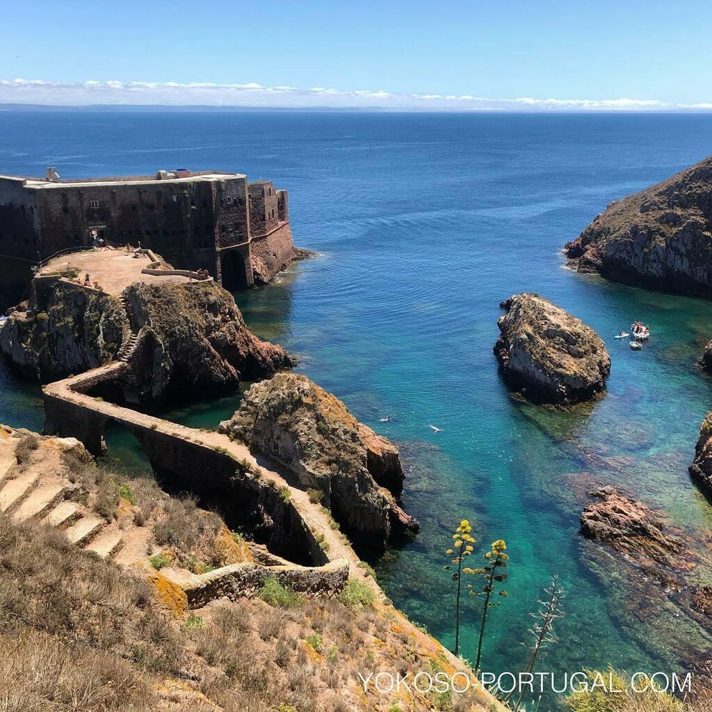 test ツイッターメディア - 自然保護区に指定されている、ベルレンガ島。夏期には海水浴やダイビング、ハイキングをするためたくさんの人が訪れます。1678年完成した要塞も残っています。 #ポルトガル https://t.co/rrpKdCUepx