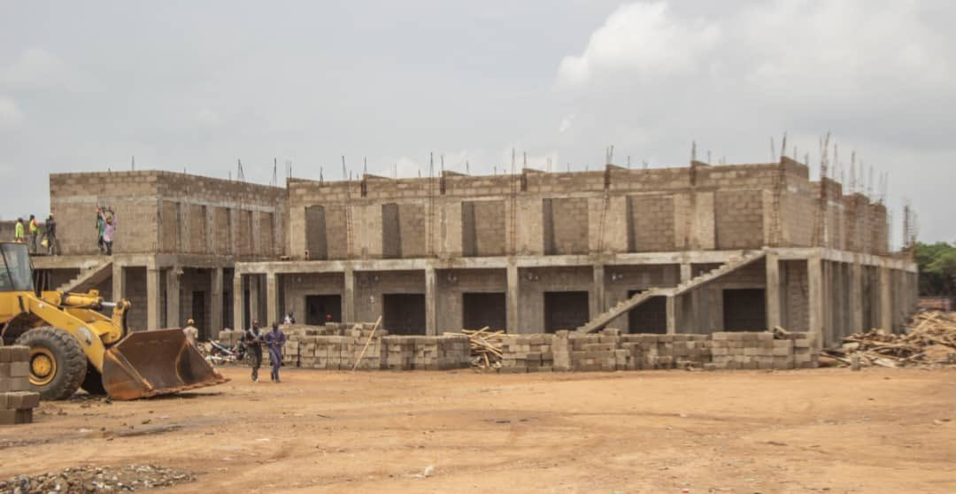 The first phase of the Kawo Modern market will provide for 1632 shops, two bank halls, restrooms and other modern market facilities. This project will improve standard of living of Kawo residents and spur economic growth in the community Developer: PowerHill Construction Company