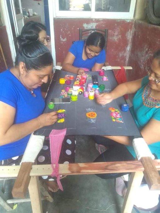 Creating your crafts.  |  Photo: Sirena Ramírez.