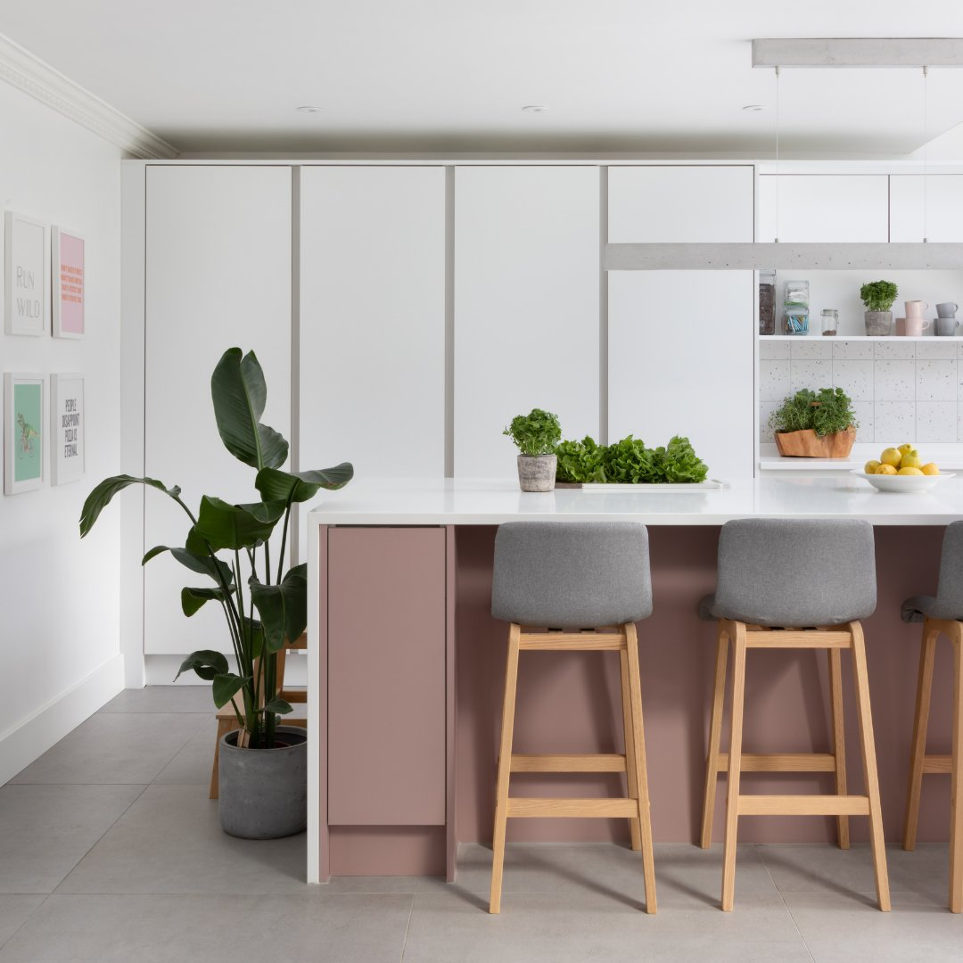 How to design a statement kitchen, our helpful guide - bit.ly/2SBt4TQ . 🏡 H Line Sutton in Autumn Blush and Scots Grey ✏️ @wowdesign 📸 @paullmcraig