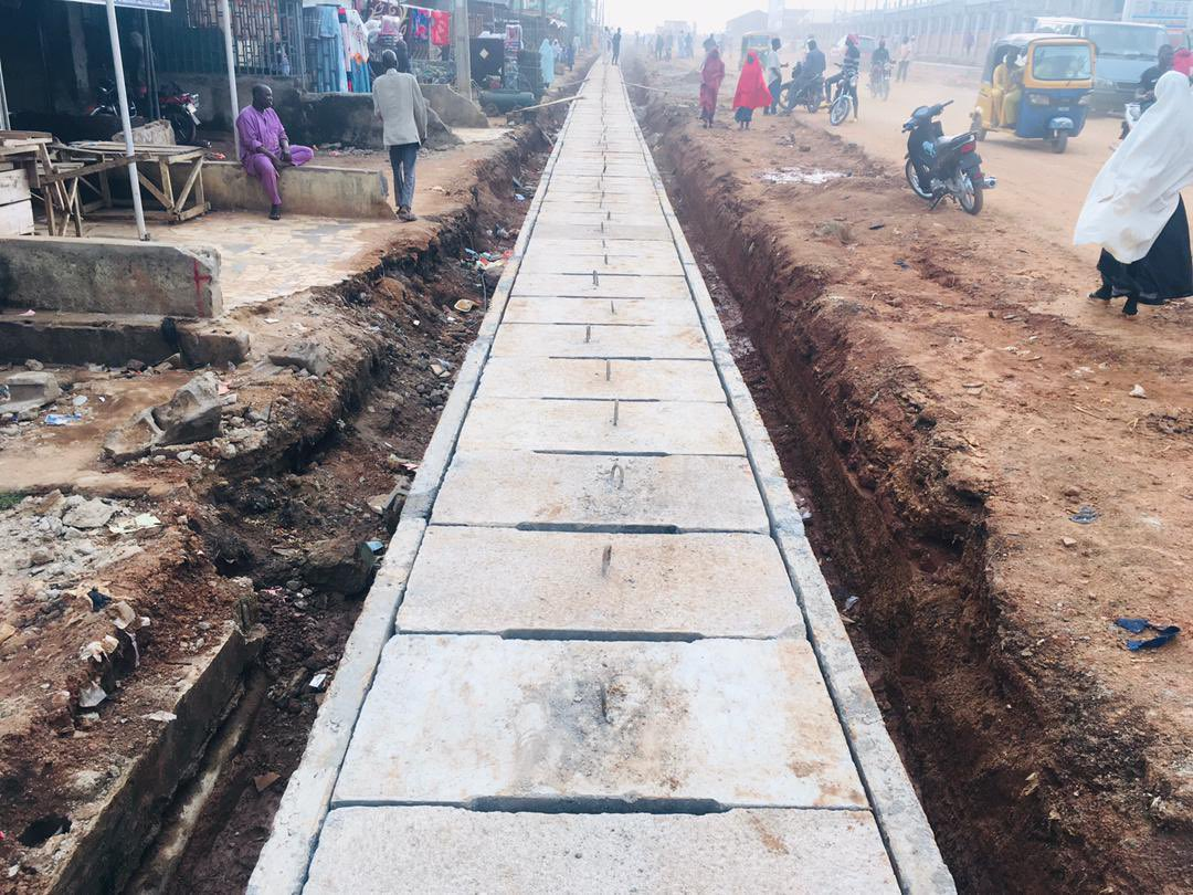 More update on dualisation of Dutsenma road by @CCECCKADUNA #KadunaUrbanRenewal Item of works: 1. Setting and Placement of precast drainage walls. 2. Placement of precast drainage covers