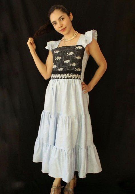 Dress design.  |  Courtesy of Manos del Mar.