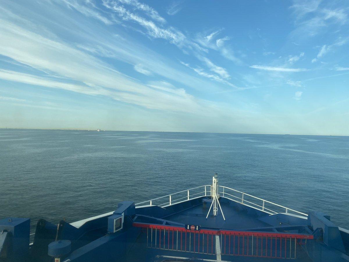 På vej på arbejde 👍⛴ bliver aldrig træt af den udsigt #Scandlines #detblaa https://t.co/iZH1ZLx90W