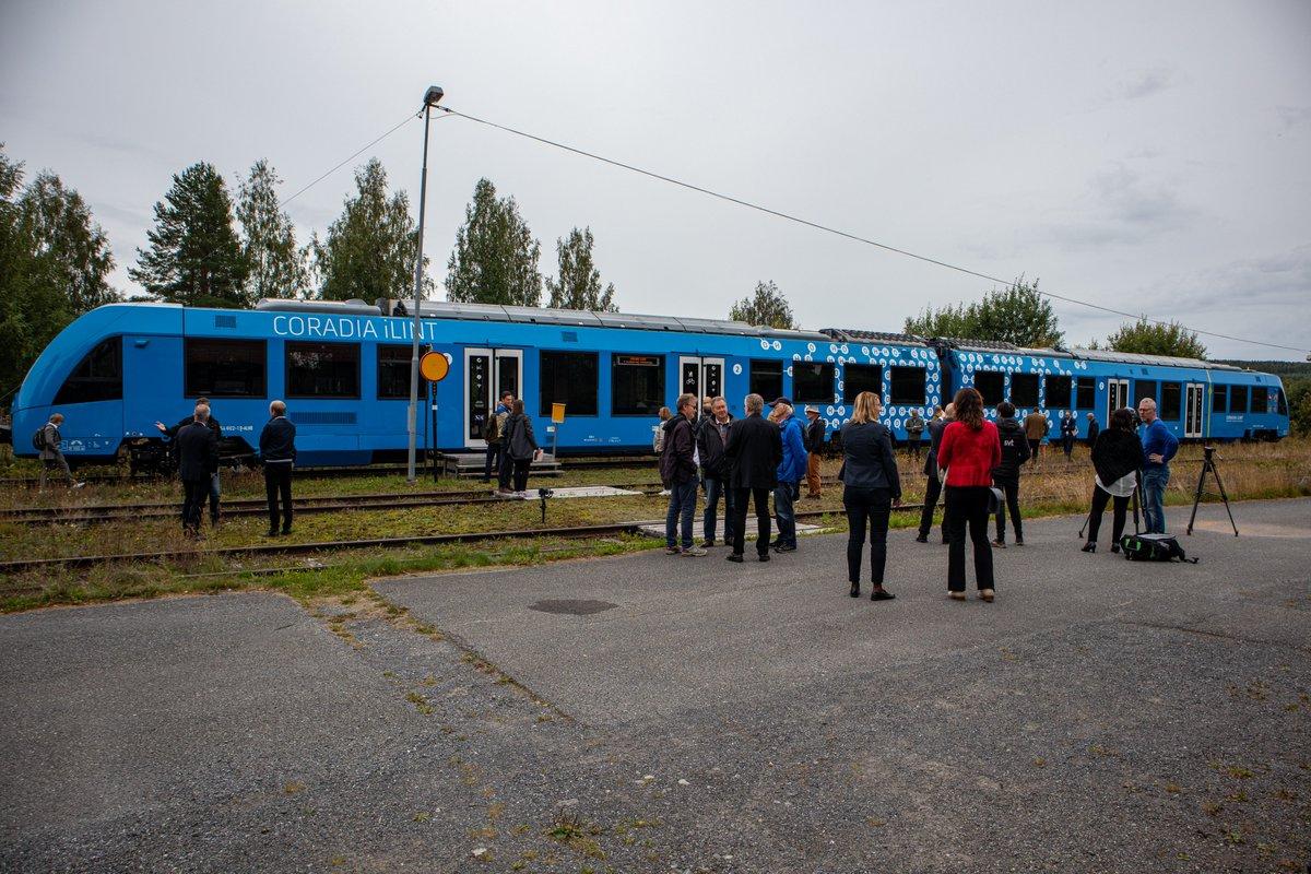Idag var vi värd för demonstration av @alstom Coradia iLint. Ett vätgaståg som körs för första gången i Sverige. #inlandsbanan #vätgas #infrastruktur https://t.co/XANoDbWH2X https://t.co/hcA0cHY8Kj