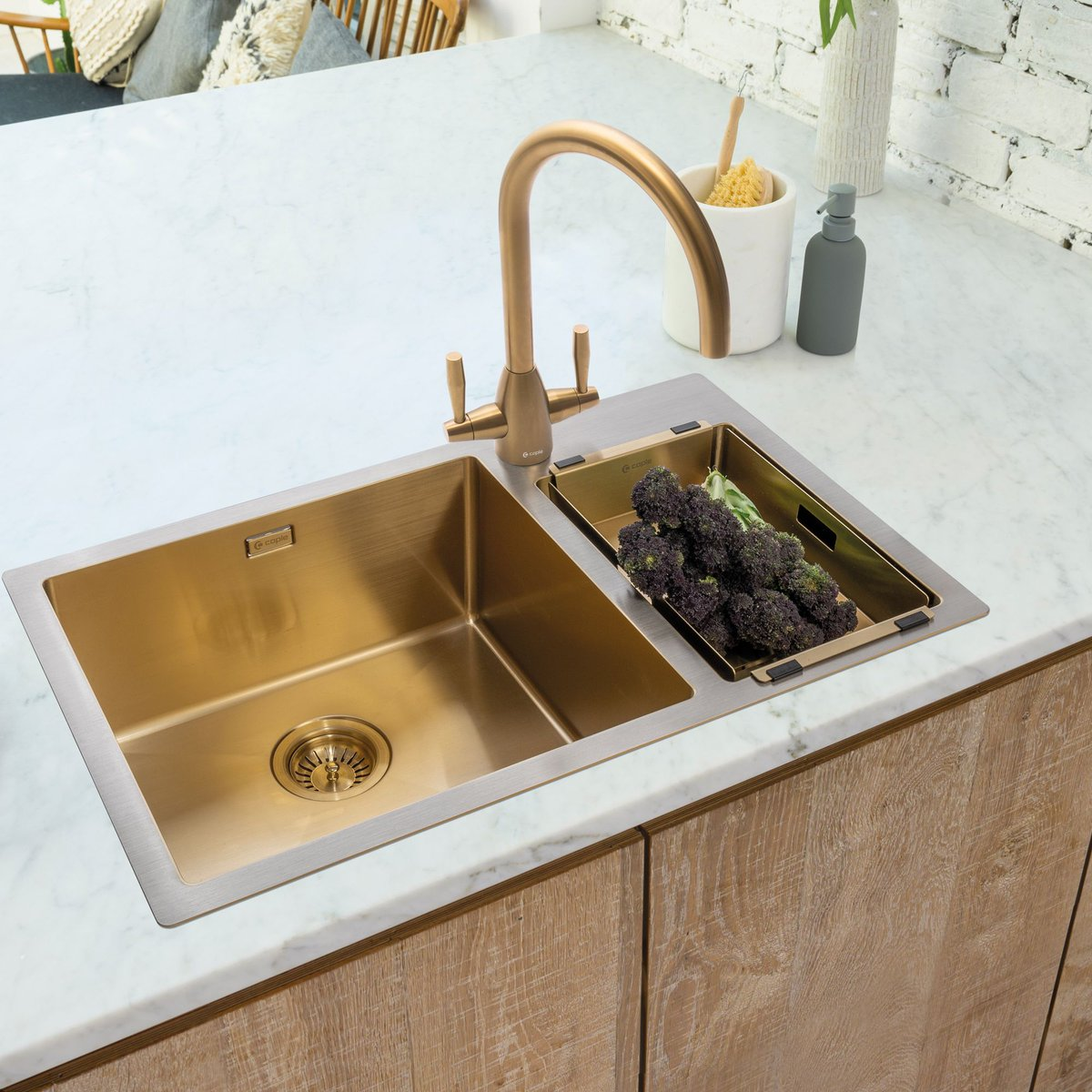 Now available in gold😍 Our dual control Avel tap is one of our most popular models. Currently available in 8 different finishes, we are excited to announce that we are adding this beautiful gold finish to the Avel collection: buff.ly/3ASx56O #CapleQuality #Gold