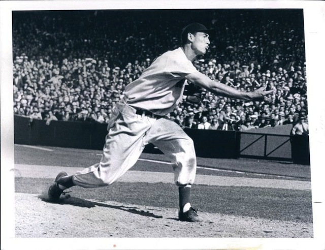 Ted Williams pitches the last two innings in a 12-1 loss to the Detroit Tigers, August 24, 1940. https://t.co/9JZ4u0xo1B