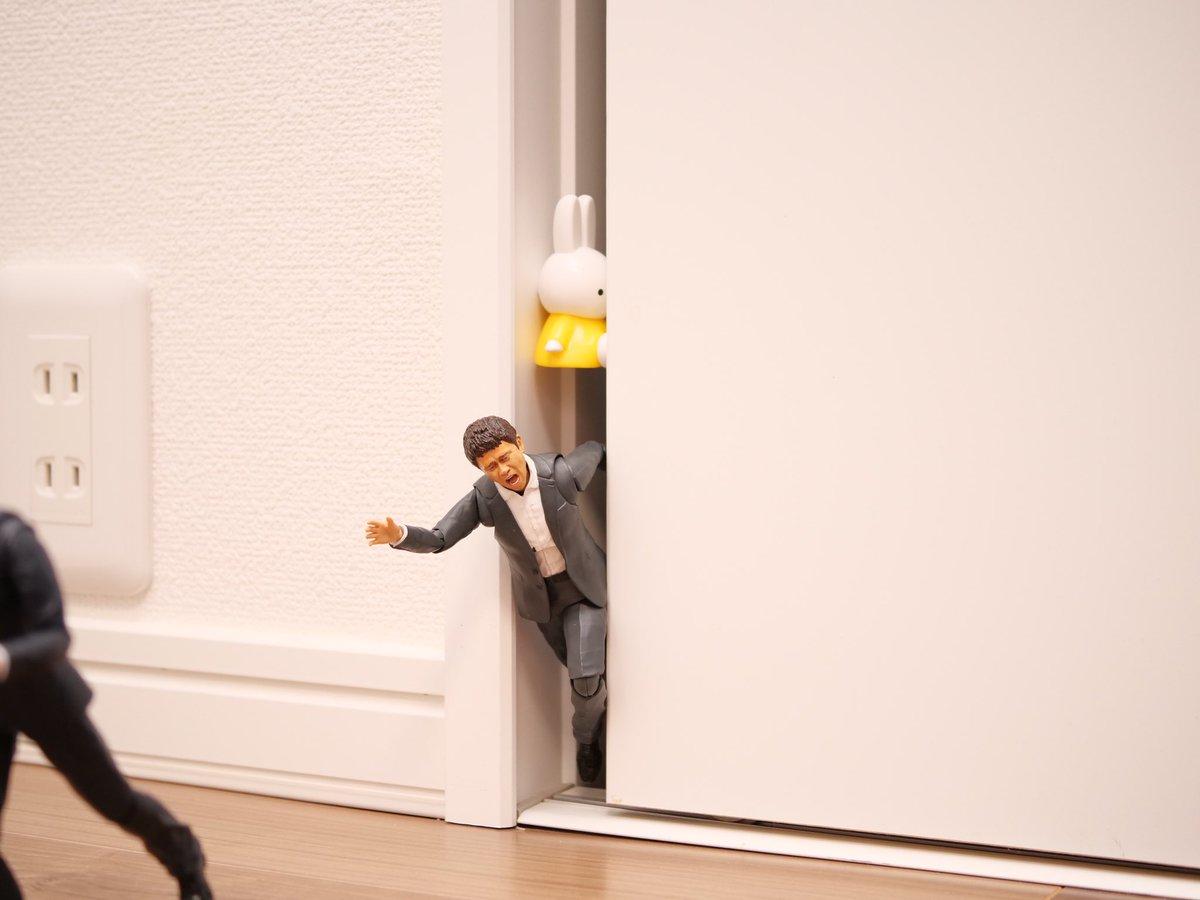 迫り来る壁、焦る2人。助けに来たのはまさかの『ミッフィー』!?