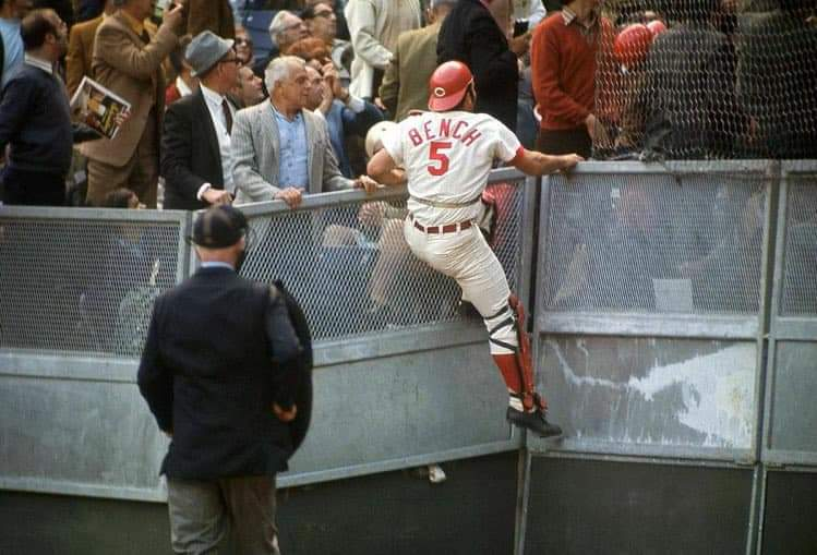 Johnny Bench @Reds https://t.co/hZPdvPPMSv