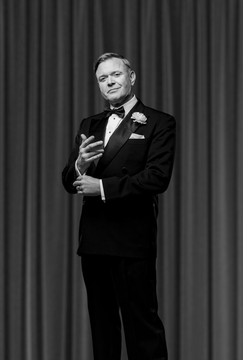 All we care about is love...when it comes to @DarrenDOfficial who is joining us on our non-stop sexy and sassy tour as Billy Flynn 😍 Book your tickets and all that jazz today! chicagothemusical.com/international-…