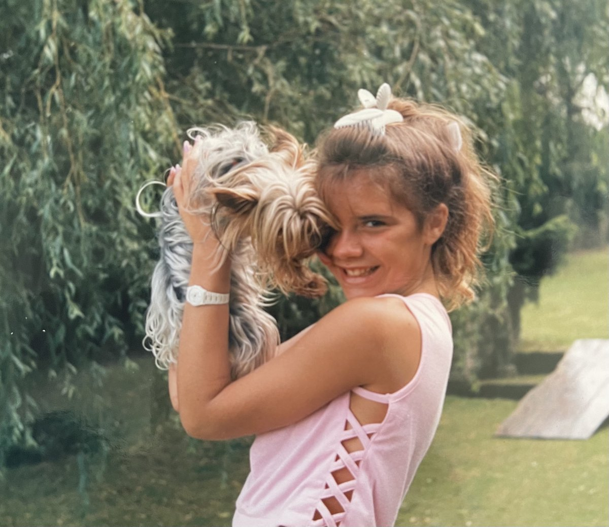 A retro moment for #InternationalDogDay! Aged 13 with Bambi the dog in some very chic banana clips (they're back in right? I've always been a trend setter 😂) https://t.co/kKUlkY7MQJ