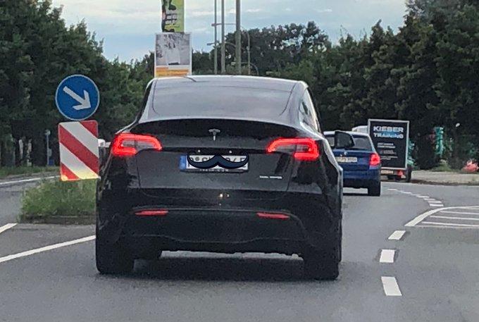Das nagelneue Tesla ModelY Elektroauto ab sofort auf den