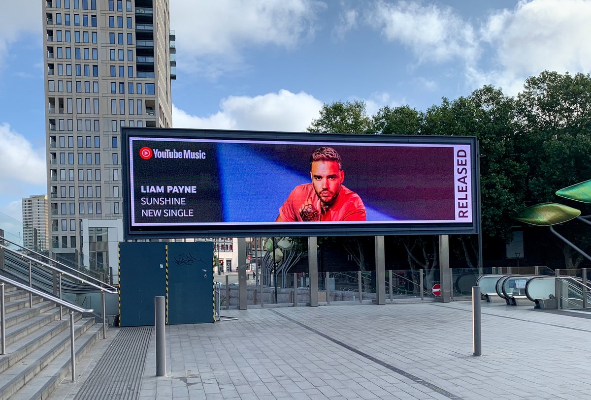 Still never get used to seeing these things... Thanks for the love @youtubemusic ☀️ #Sunshine https://t.co/O7XyWRFAYl