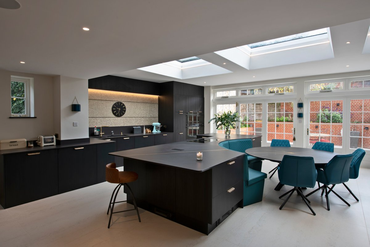 Head to our blog to discover why @Dekton was specified for this impressive kitchen and dining space by bit.ly/RootsKBB Read more: bit.ly/DektonRootsKit…
