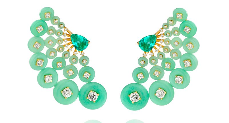 For your #Friday #jewelry viewing pleasure: a pair of #FernandoJorge #fanfavorite #chrysoprase #diamond #18kgold and #Paraibatourmaline #earrings seen at #Couture2019 via @NationalJeweler  http://ow.ly/nANw50vlMo7 #PieceoftheWeekpic.twitter.com/50dHur8Y2G