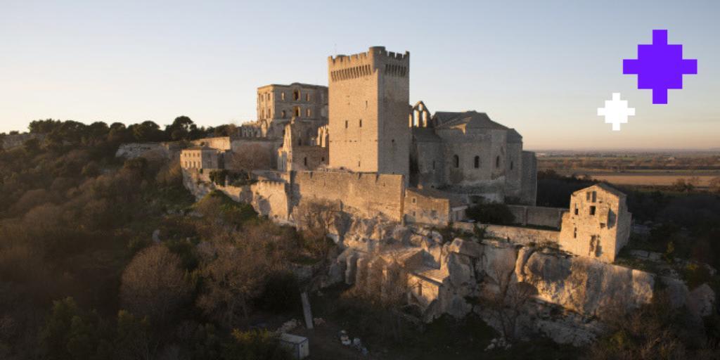 Envie d'évasion ? Explorez l'abbaye de #Montmajour, numérisée par @Akatimi_Prod, en visite virtuelle ! 👉 abbaye-montmajour.fr/Explorer/Visit… #PremièrePromotion