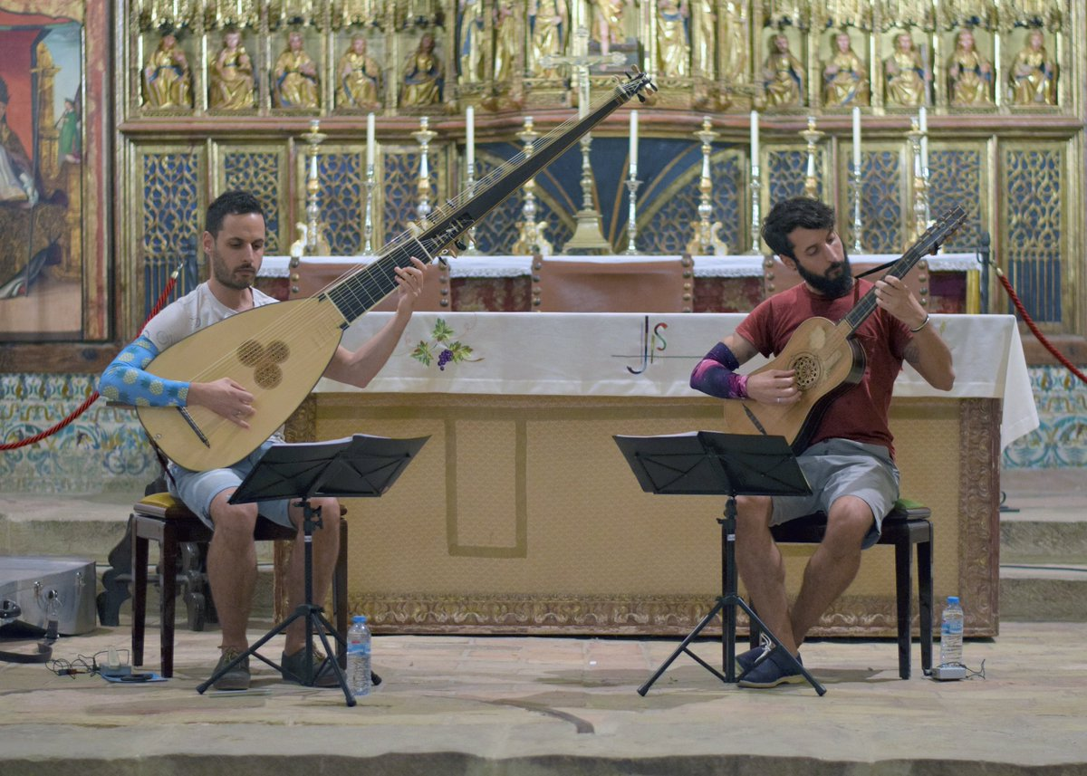 FOTOS de anoche durante nuestra prueba acústica para el XXVIII @festivalcamino en la maravillosa Colegiata de #Bolea (Huesca). https://t.co/MbP45rdEvo #músicaantigua #earlymusic #tiorba #guitarrabarroca #theorbo #baroqueguitar #sanz #kapsperger @DPHuesca #FICS2019 #28FICS https://t.co/eWN7oyQUn5