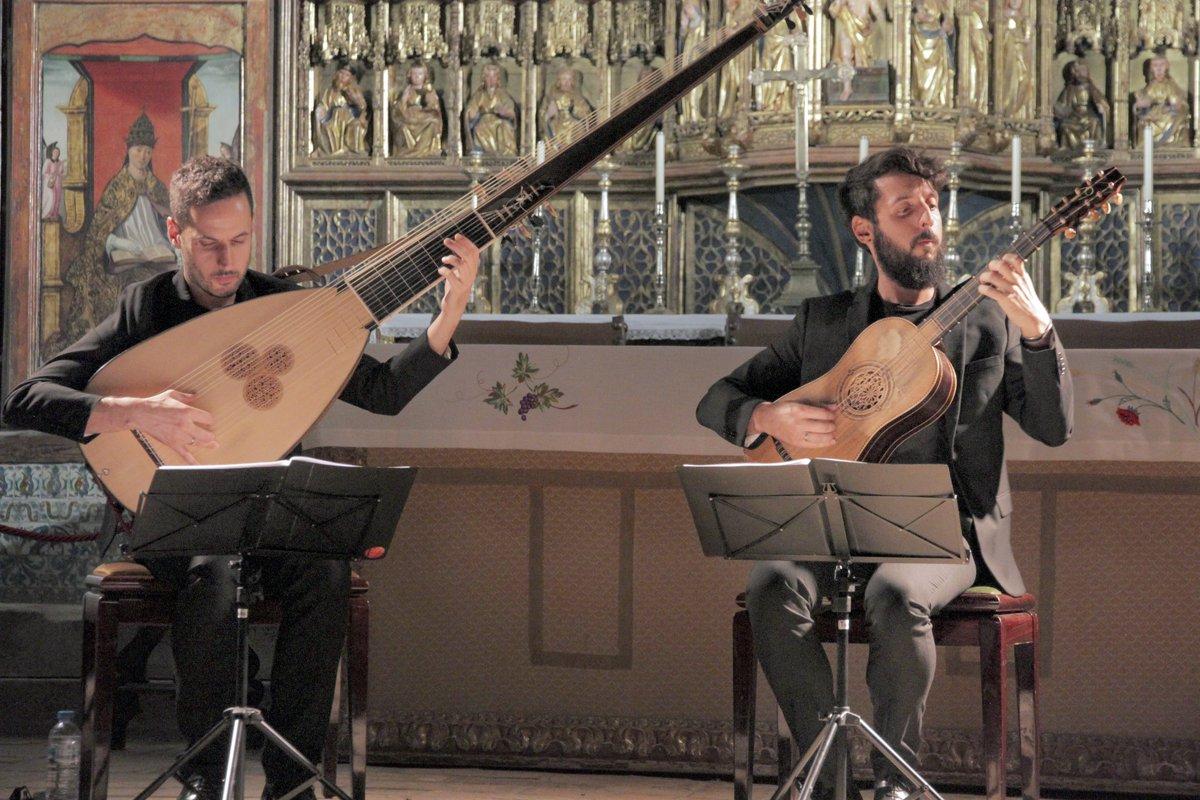 FOTOS de anoche durante nuestro concierto para el XXVIII @festivalcamino en la maravillosa Colegiata de #Bolea (Huesca). ¡Gracias! https://t.co/MbP45rdEvo #músicaantigua #earlymusic #tiorba #guitarrabarroca #theorbo #baroqueguitar #sanz #kapsperger @DPHuesca #FICS2019 #28FICS https://t.co/GD3DVcxKsb