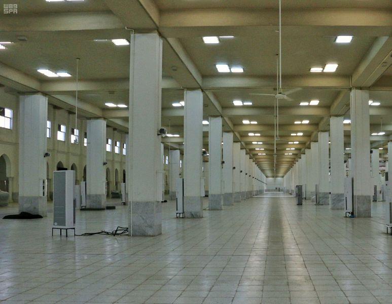 مسجد نَمِرَة عَلم وبارز بمشعر عرفات