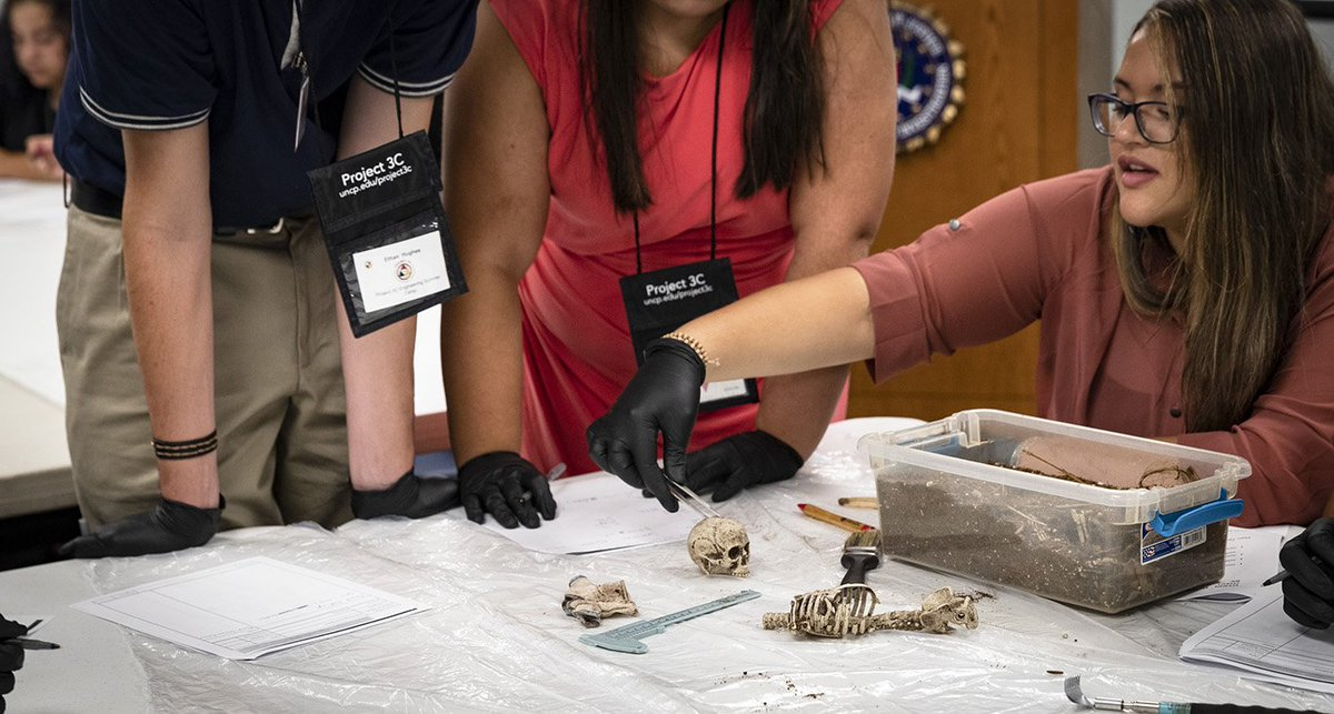 Fbi On Twitter The Fbi Office Of Public Affairs Hosted The Event Which Included A Forensic Examiner From The Fbi Lab Who Is One Of The Handful Of Native Forensic Examiners In
