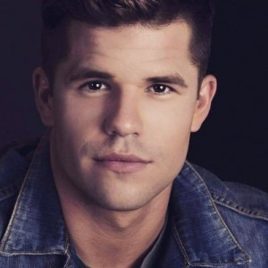 Wishing a happy birthday to actor Charlie Carver who turns 31 today.