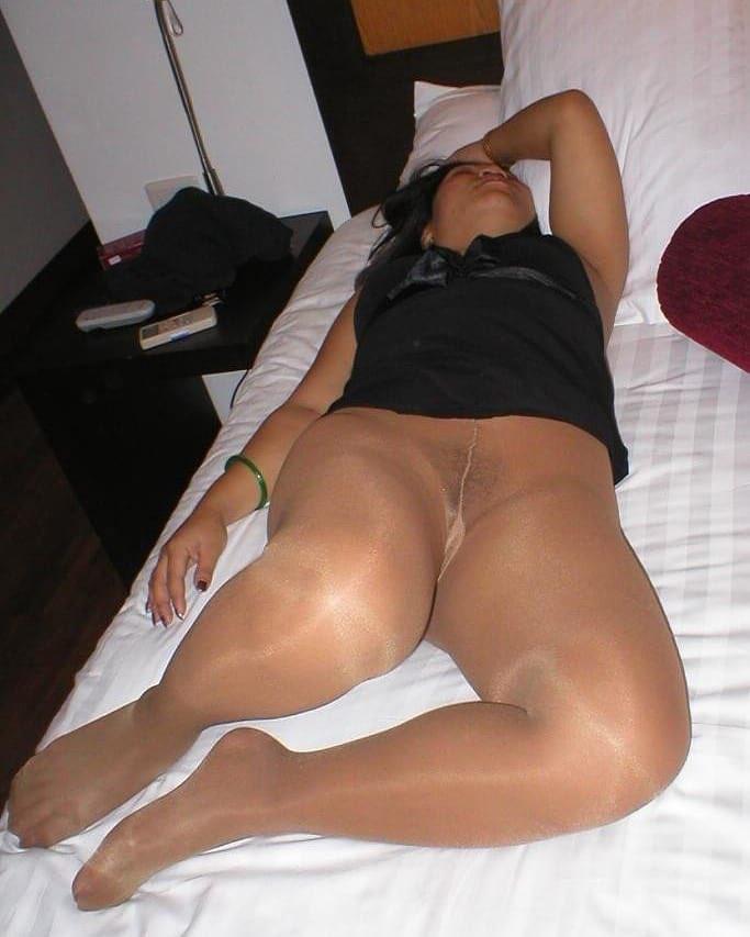 Free amateur sheer pantyhose legs