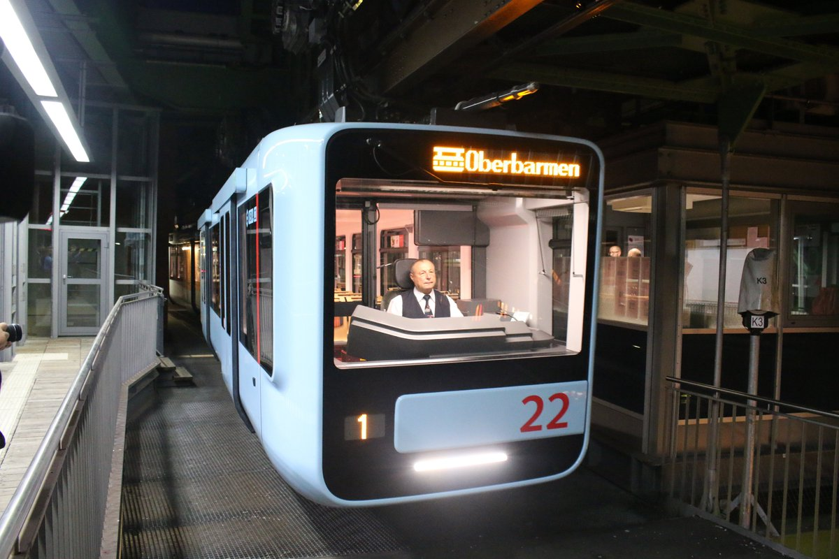 EA2o JYXkAAnSg7 - The Schwebebahn reopens!