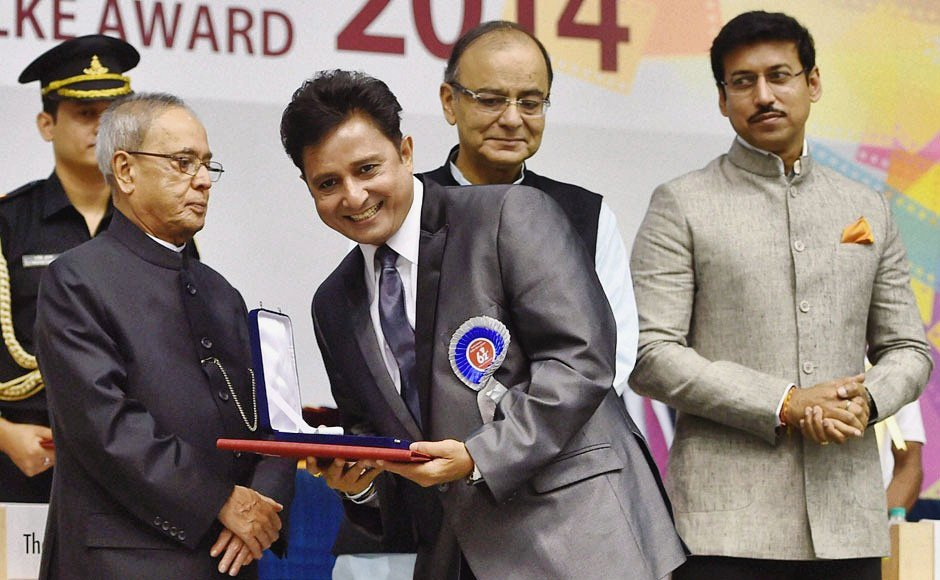 """Sukhwinder Singh on Twitter: """"#Throwback to receiving the award for Best  Male Playback Singer from Ex President Pranab Mukherjee during 62nd  National Film Awards ceremony at Vigyan Bhawan on May 3, 2015"""
