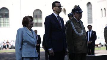 Premier wraz z kombatantami.