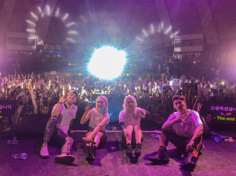 KARD: BEHIND THE SCENES OF 'PLAY YOUR KARD RIGHT' IN NEW DELHI @KARD_Official  #KARD #BM #Jseph #Somin #Jiwoo #PlayYourKARDRight #WildKARDinIndia #Kpop #KpopIndia #NamasteHallyu   https://namastehallyu.com/2019/08/01/kard-behind-the-scenes-of-play-your-kard-right-in-new-delhi/ …pic.twitter.com/ioxibvkfBZ