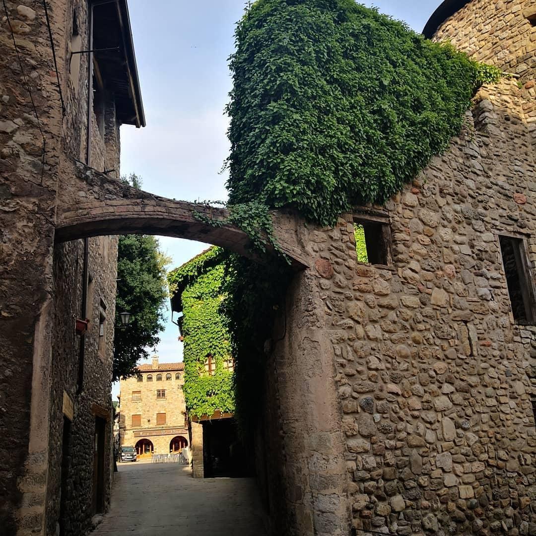 RT @BCNmoltmes: #Bagá, situado en el #Pirineo de Barcelona, 🏔 destaca por su amplia #gastronomía catalana y sus zonas rurales. 🍴🏰 #BCNmuchomas 📷pncadimoixero @berguedaturisme