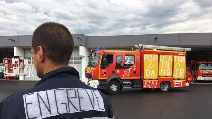 Val-d'Oise : procédures disciplinaires contre des pompiers grévistes. EA4EtUPU8AERdgP?format=jpg&name=small