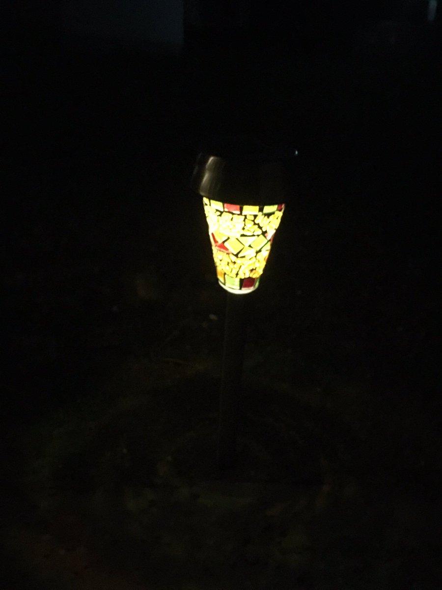 test ツイッターメディア - DAISOにあった300円のソーラーのライト。8時間充電で8時間点灯って書いてあった。2時間充電で3時間点灯既にしてる。良い買い物した。#ダイソー #DAISO #ライト #ソーラー #使える https://t.co/lkp7CGkrip