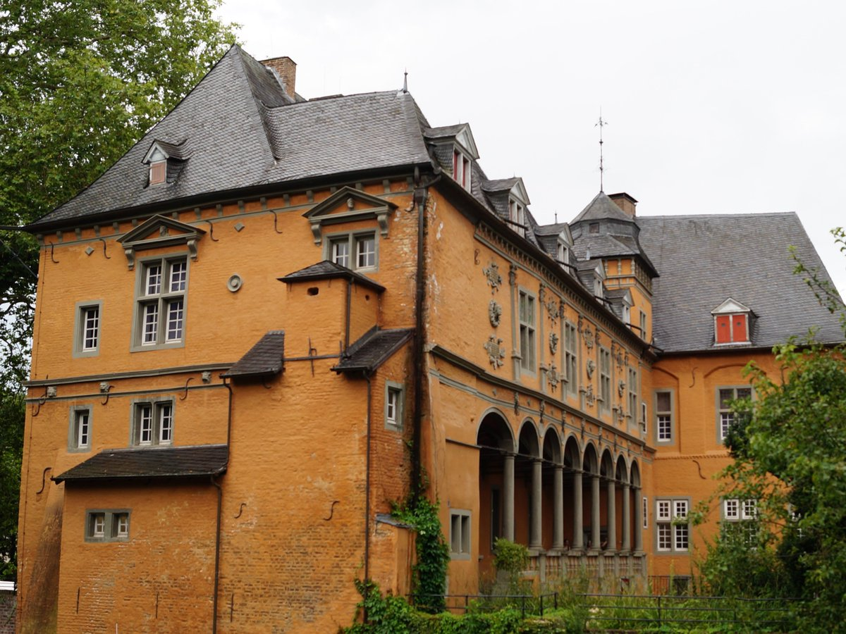 """Mit einem #Falknerei-Workshop am Sonntag den 4. August endet die Sonderausstellung """"Die Jagd – Ein Schatz an Motiven"""" imMuseum #SchlossRheydt in #Mönchengladbach. Infos zum Workshop gibt's hier: https://bit.ly/32UlkMZ. Foto: Städtisches Museum Schloss Rheydt, © Katrin Geutherpic.twitter.com/ZhNbL1R02s"""