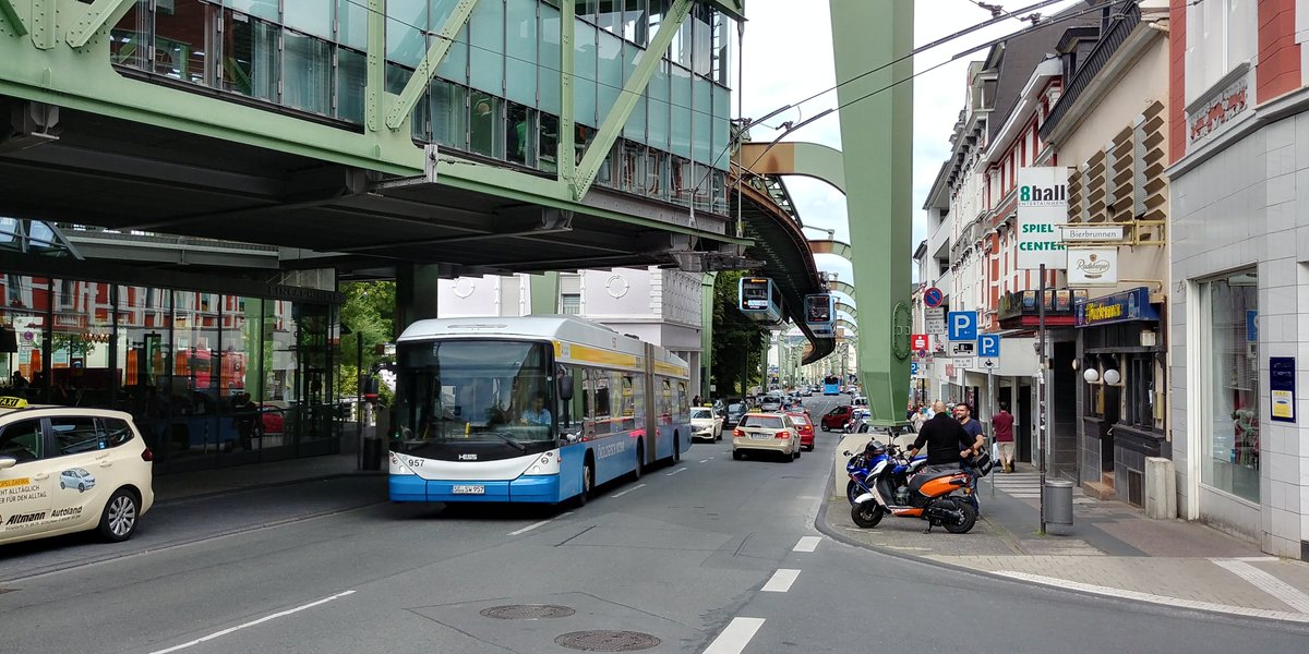 EA5U50zXoAABF s - The Schwebebahn reopens!
