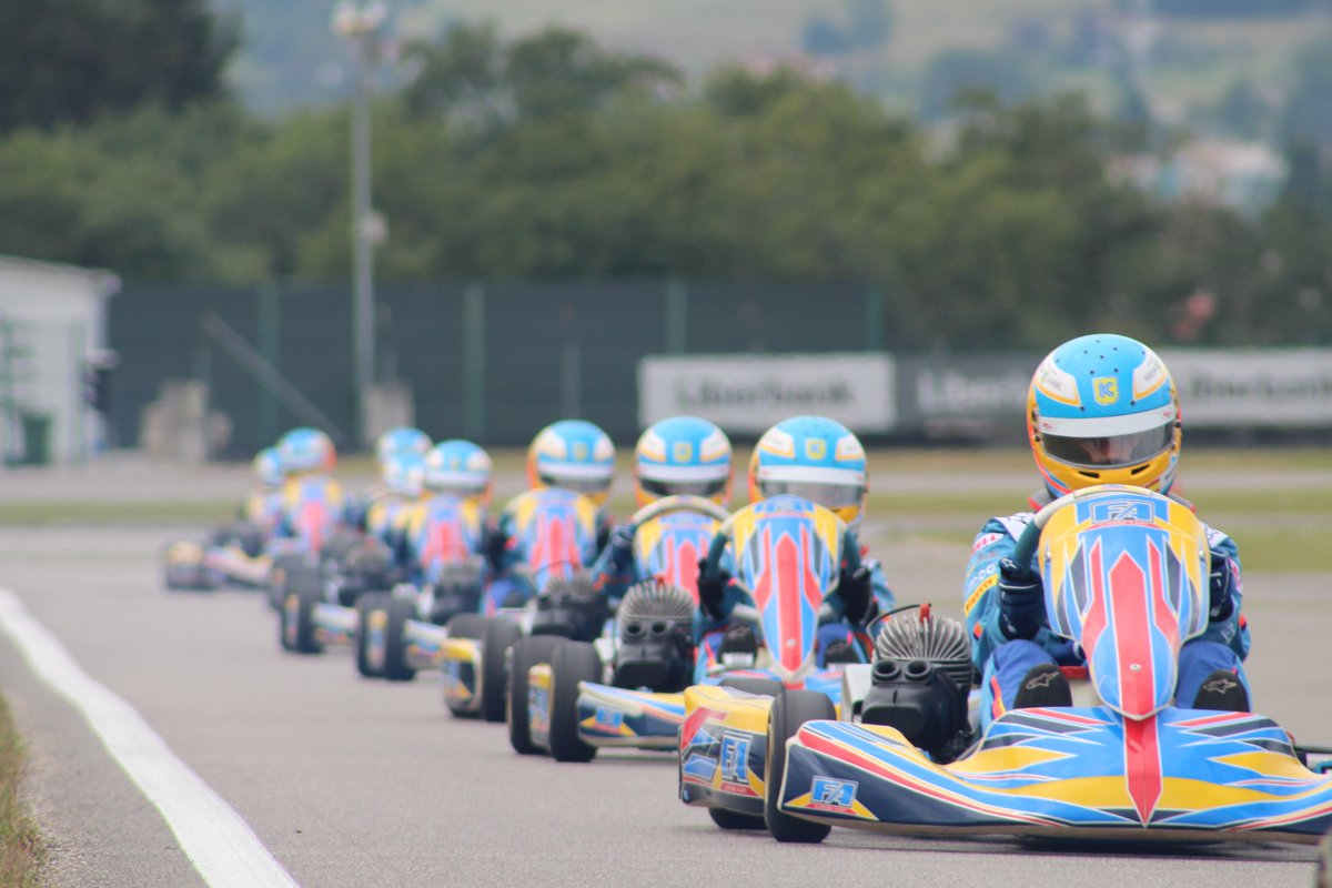 ¡Clase magistral del maestro de maestros! #KartingCampusFA Master class with the master of masters! #FAKartingSchool