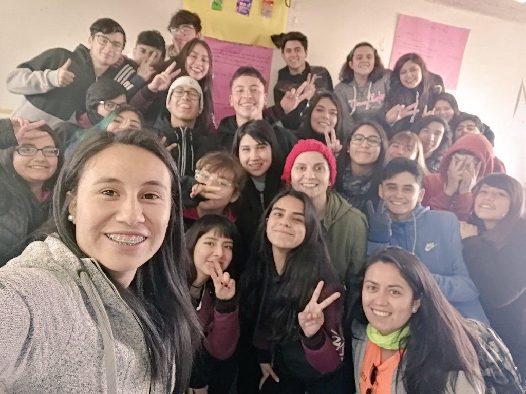 Amigos de mi TL les quiero contar que vino la seleccionada nacional @Camila_Saez_4 a visitar nuestro Colegio en Puente Alto, nos habló de la superación, de no rendirse, de luchar por tus sueños...estas cabras son de verdad #ApoyemosElFútbolFemenino