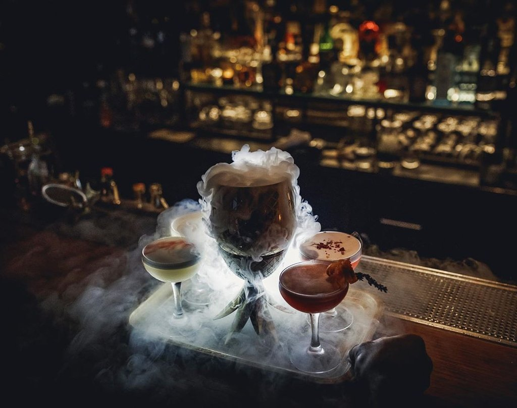 This Thursday is gettin' chilly. Taste a bit of Russia tonight at Mendeleev Bar in Moscow. Get the app https://buff.ly/2W9KUdA  #mendeleev #speakeasy #cocktail #moscow #music #cocktails #bartender #weekend #party #moscowbar #bartenderschoice #tanqueraygin #lovedrinkpic.twitter.com/4Y79WIHosx