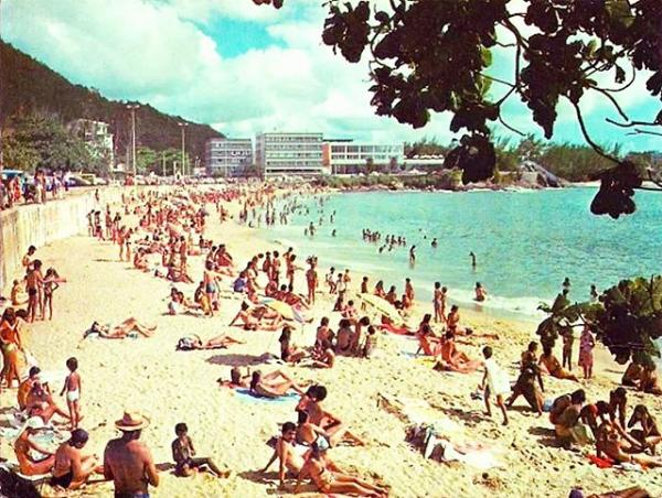 A linda Praia da Sereia, em Vila Velha, nos anos 1970, com vista para o Morro do Moreno.   #Repost @historiacapixaba  #DeiMatchComVilaVelha #VilaVelha #VilaVelhaES #VilaVelhaEspíritoSanto #HistóriaCapixaba #CanelaVerde #AmoVilaVelha #VilaVelhaTodoDiapic.twitter.com/SgPKYFzuFI