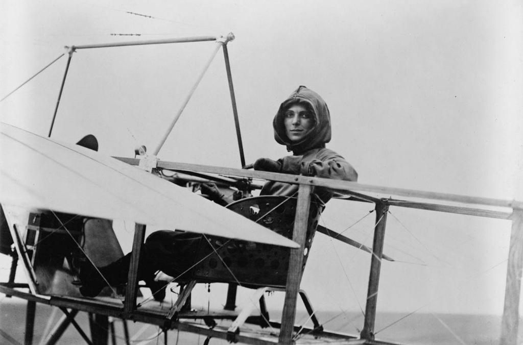 Today in 1911, Harriet Quimby became the first American woman to receive a pilots license. She would later become the first woman to fly across the English Channel.