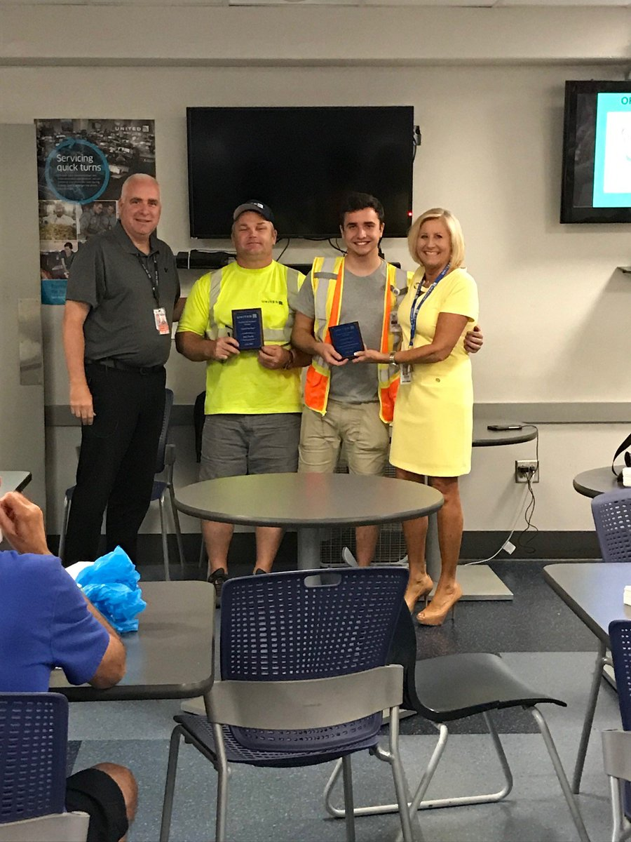 Saving the Day for our customers is what Pittsburgh employees do---Thank you to United employees as we recognized Jon and Cameron. @weareunited