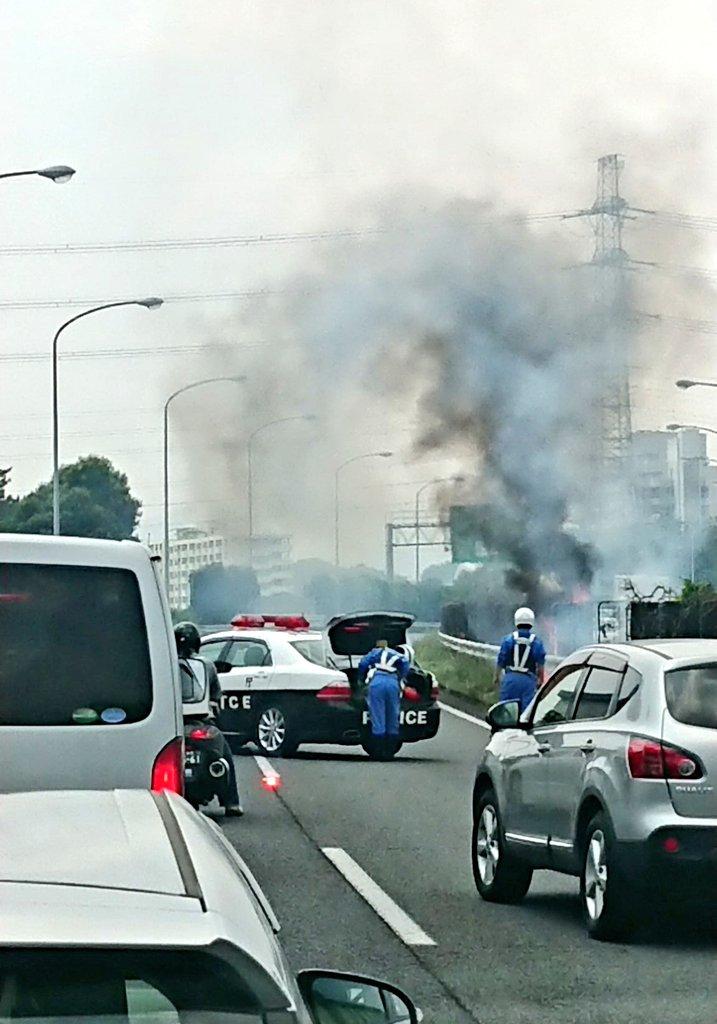 中央道の八王子ICで火事が起きている現場の画像