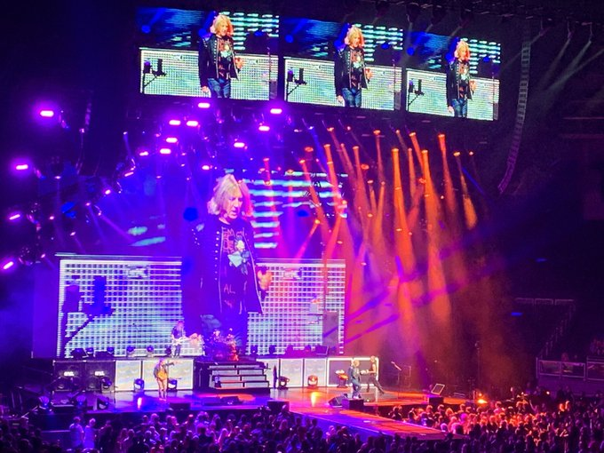 Happy Birthday to Joe Elliott! Thanks for the great show at