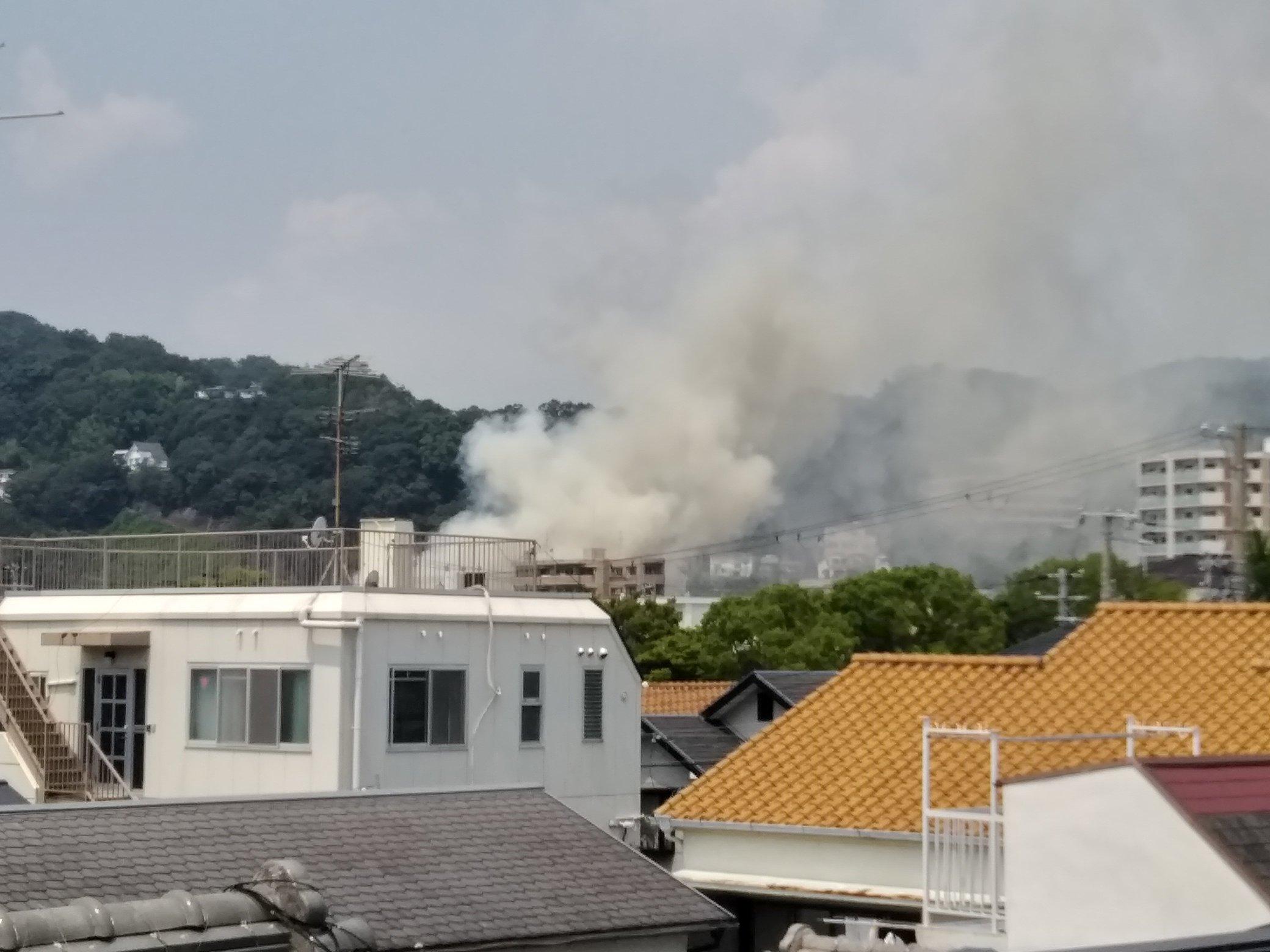 神戸市兵庫区石井町で大きな火事が起きている現場の画像