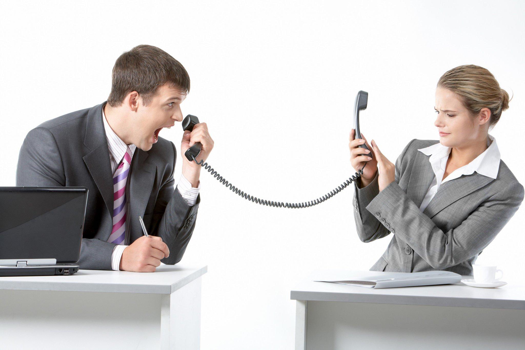 картинка двух людей разговаривающих по телефону бар считается
