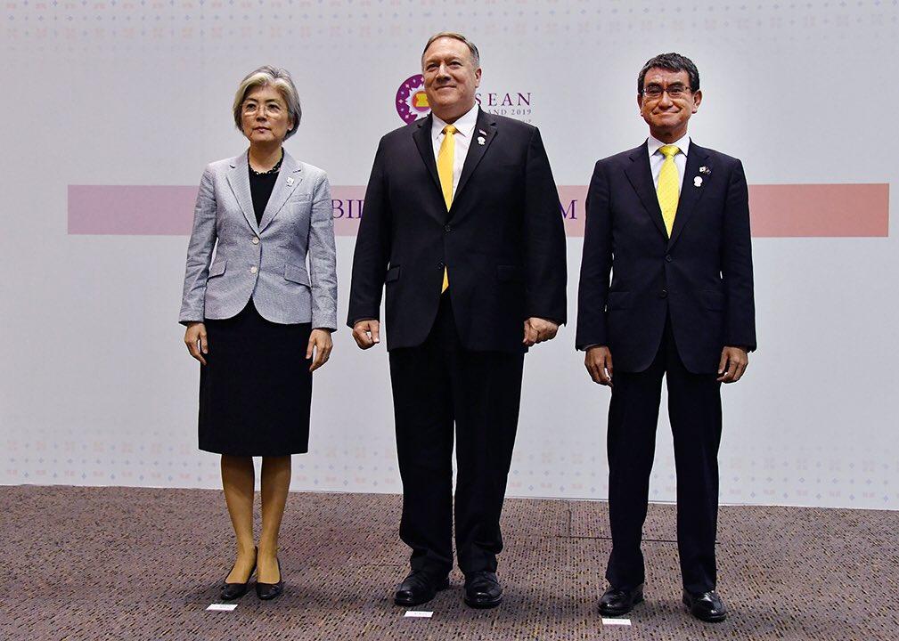 【日米り外相会談】#河野太郎 外務大臣とポンペオ国務長官は同じ黄色のネクタイで写真撮影 りの人は・・・(画像あり)