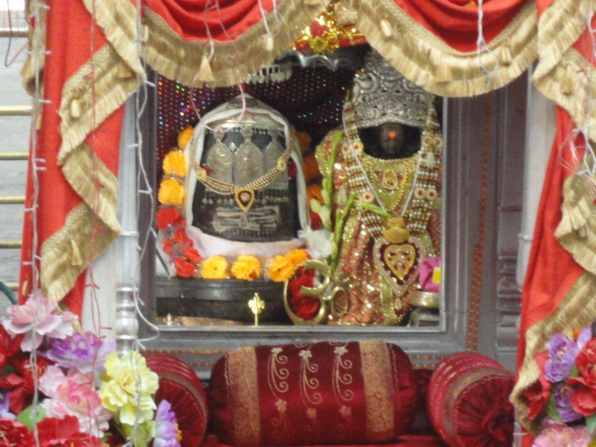 Kheer (Ksheer) #Bhawani is a temple dedicated to the Goddess Bhavani   She is worshipped as Maharagya Devi, Ragnya Devi, Rajni, Ragnya Bhagwati  #TempleConnect #Jammu #Kashmir #Srinagar #Hinduism #Tulmul #MahadevTwitter  Your Devotional Connect Online